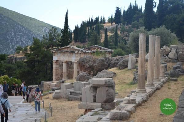 Templo de Apolo - Qué ver en Delfos (Grecia) santuario de delfos