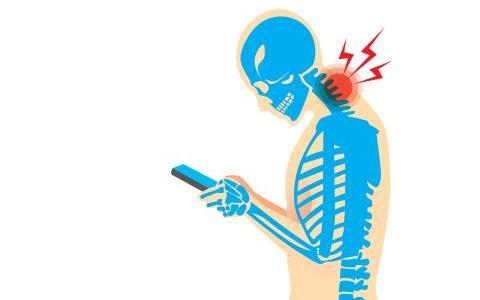 スマホの使い過ぎで首痛・肩こり患者さん続出