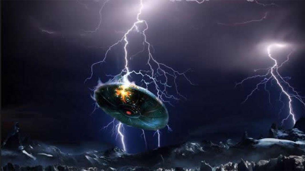 UFO struck by lightning in Austria filmed by a group of people