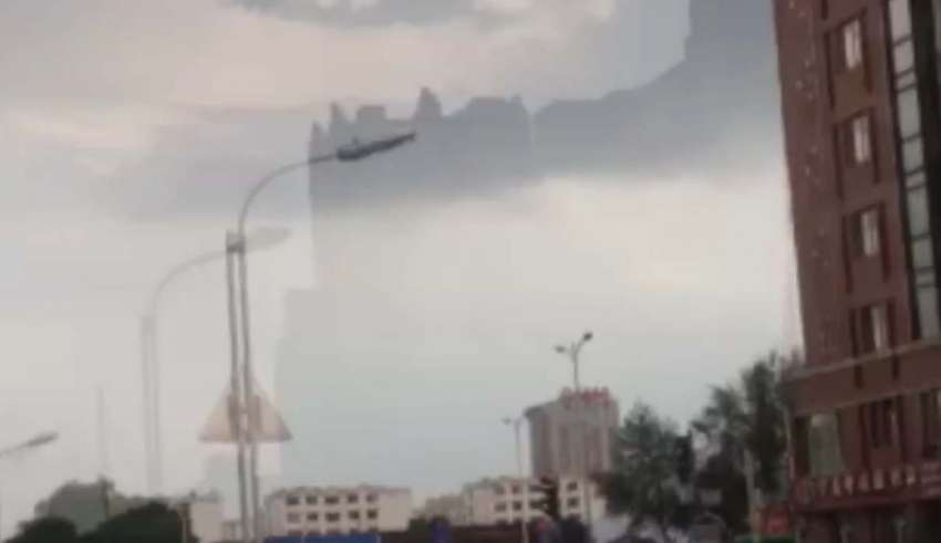 Another floating city appears on a Chinese city, a portal to a parallel universe?