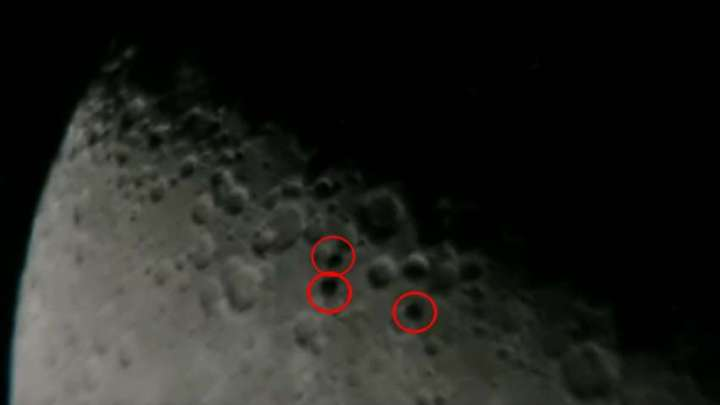 Astronomer captures three disk-shaped UFOs flying in formation in front of the Moon(UFO on moon)