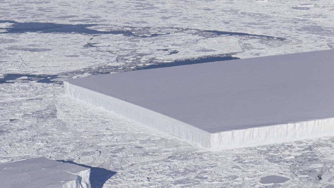 NASA publishes the image of a mysterious perfectly rectangular iceberg