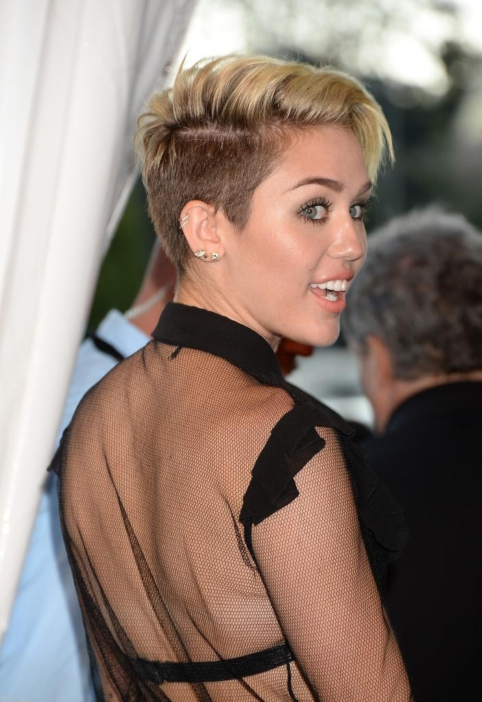 2018 Latest Miley Cyrus Pixie Haircuts
