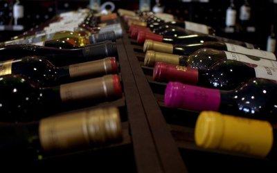 Investir dans le vin : rentabilité, fiscalité, placements à privilégier. Comment faire ?