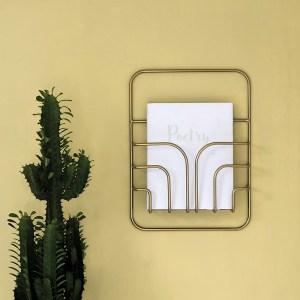 Porte revue graphique mural laiton dore eco responsable maze