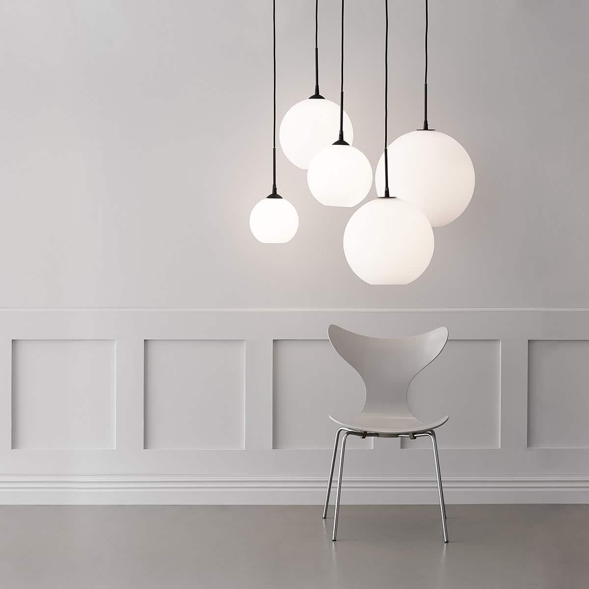 Luminaire suspension boule blanc opalin Belid