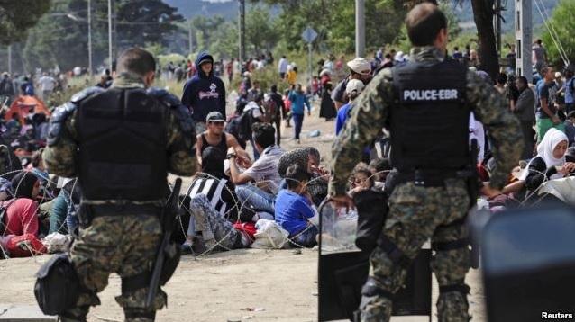 Мигранты взбунтовались на границе между Грецией и Македонией