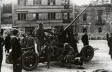 Советское зенитное орудие на площади Славия в Белграде.
