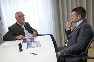 Landesrat Elmar Podgorschek im Gespräch mit Michael Scharfmüller