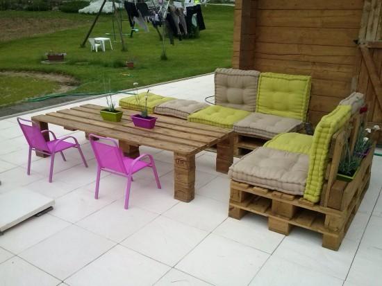 des meubles avec des palettes de bois