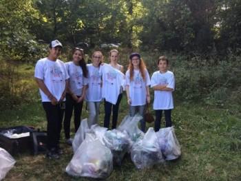 Des membres du CCJ lors du Clean up Day