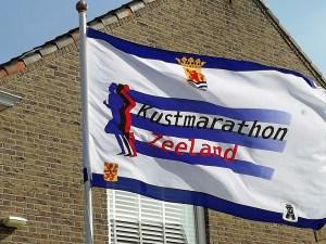 Fahne Formatfüllend Marathon Zeeland in Zouteland