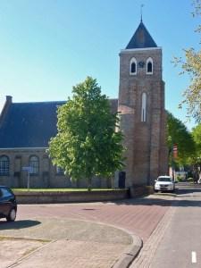 Kirche mit schiefen Turm in Meliskerke