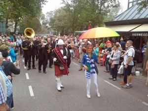 Jazzgruppe in Domburg beim Straßenumzug