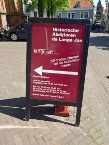Hinweisschild zum Eingang Langer Jan von Middelburg