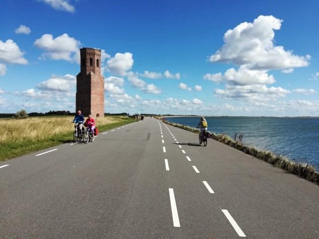 Radfahrer an der Oosterschelde bei Koudekerke