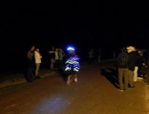 Läufer mit Lichterkette beim Küstenmarathon Zeeland
