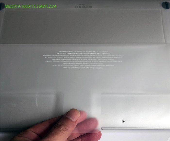 付属品1のMacBook Air本体