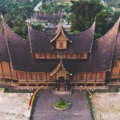 Pandawa 2 bima werkudara bimasena bratasena abilawa wayang indonesia. Gambar Istana Pagaruyung