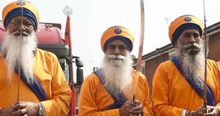 Nepřátelství navzdory: tisíce sikhů putují přes pákistánskou hranici