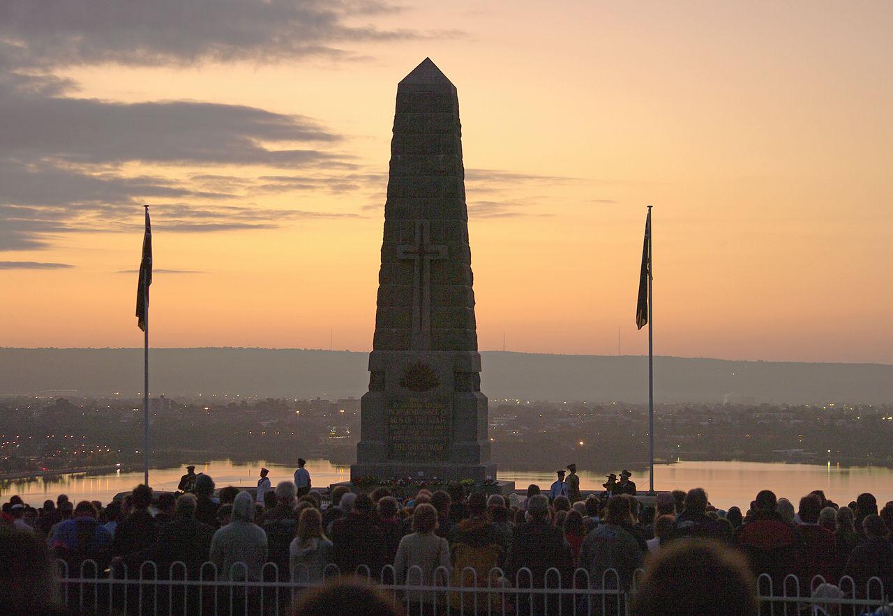 """""""Ti, kteří sloužili"""": ANZAC Day jako náboženský fenomén"""