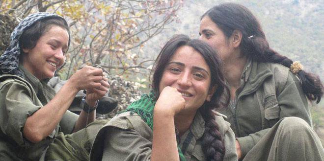 Des jeunes chrétiennes syriennes se battent contre les jihadistes