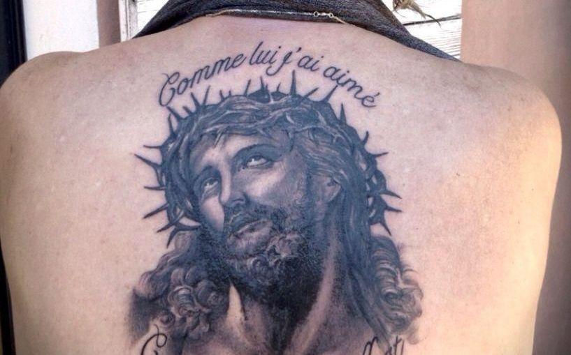 Le chanteur Renaud s'est fait tatouer le Christ