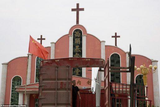 La Chine démolit des centaines d'églises et confisque des bibles lors d'une répression contre le christianisme
