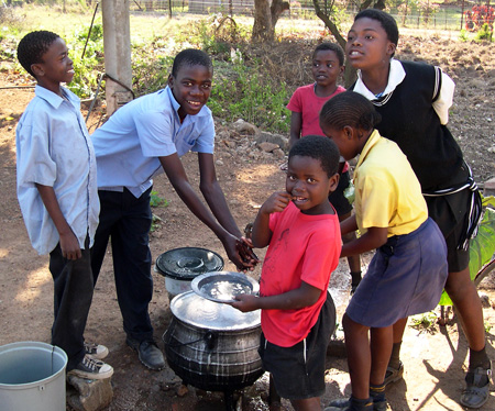 Students wash the dishes