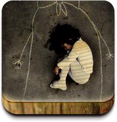伊拉克孤兒院的孩子畫了個媽媽,躺她懷裏
