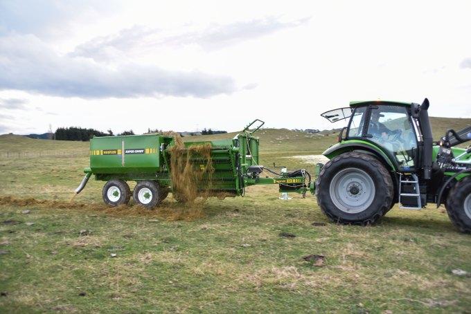 feeding-grain-on-top-of-silage-2.jpg