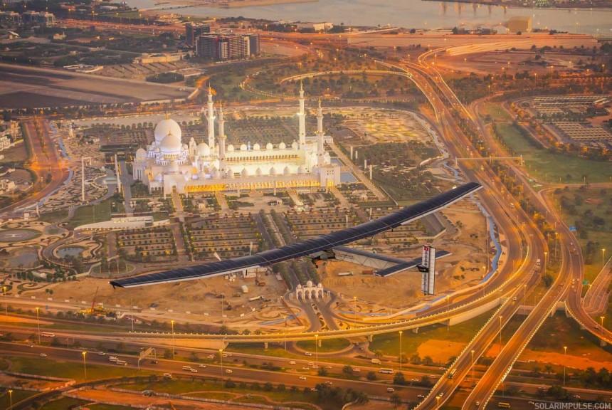 Premier vol test sur #Si2 à Abu Dhabi | Solar Impulse | Revillard | Rezo.ch