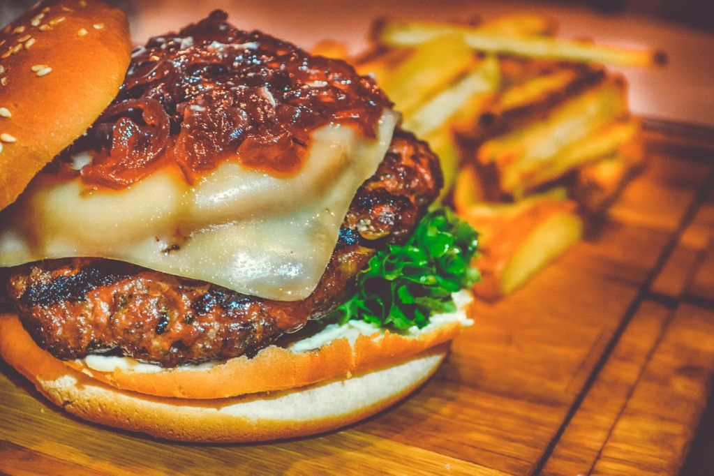 Do you love hamburgers?  Know 6 curious facts
