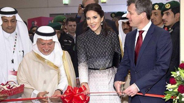 En visite en Arabie Saoudite, la princesse du Danemark refuse de porter le voile