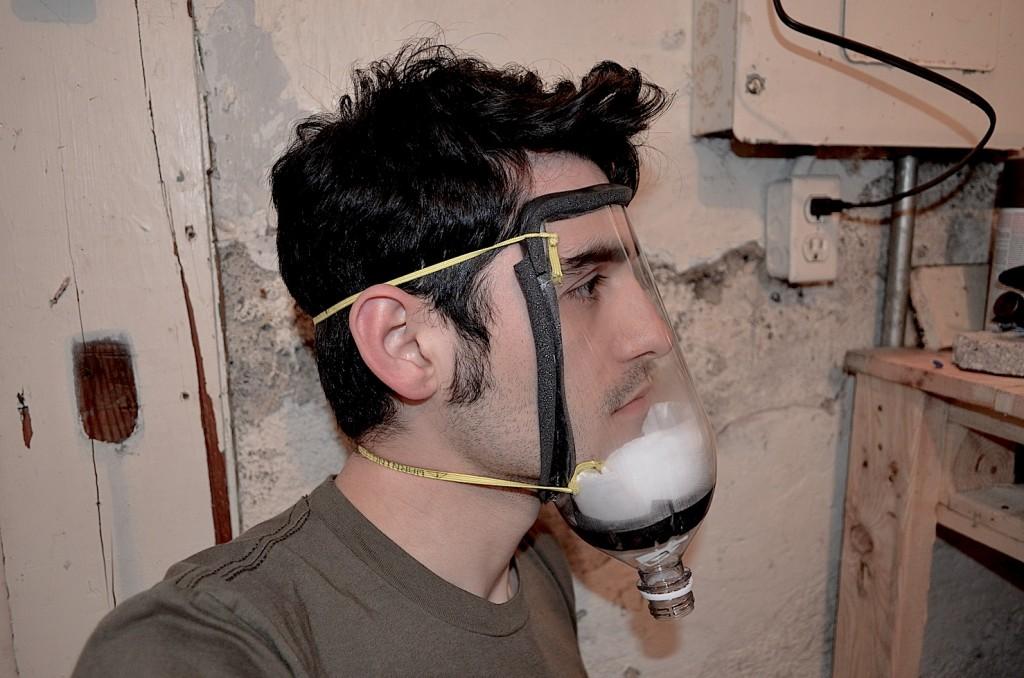 Cómo hacer una máscara casera antigás  lacrimógeno...Don`t leave home without it