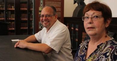 Francisco Torres (izq) y Liliana Laboy (der) denunciaron, en el Ateneo Puertorriqueño el 21 de septiembre de 2016, que son objeto de acoso y persecución por parte de agencias federales de los EE.UU. en los aeropuertos, inclusive en otros países además de Puerto Rico y EE.UU.