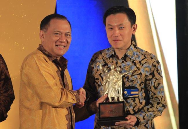 Penghargaan BI untuk PT Chandra Asri Petrochemical Tbk