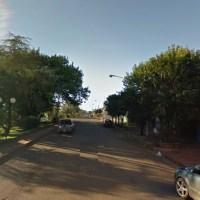 Motochorros con armas de fuego asaltaron a un joven en la avenida Beltrame
