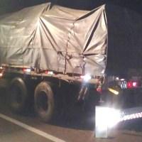 Tres fallecidos y dos heridos graves al chocar con un camión en ruta 12