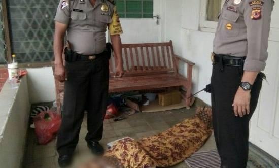 Seorang Pria Ditemukan Tewas di Teras Rumah Warga