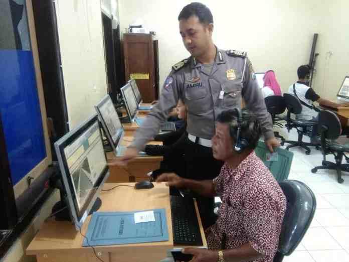 Sosialisasi SIM Online di Blitar