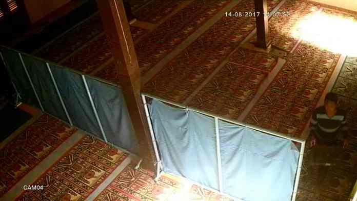 Foto Pembobolan Kotak Amal di Minggirsari terekam CCTV
