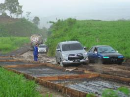 Pembangunan Jalan Menuju SIrah Kencong