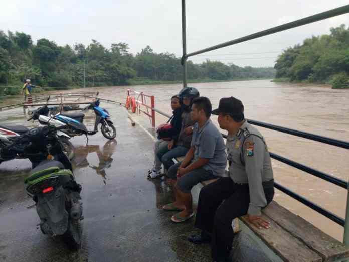 penyebrangan sungai brantas