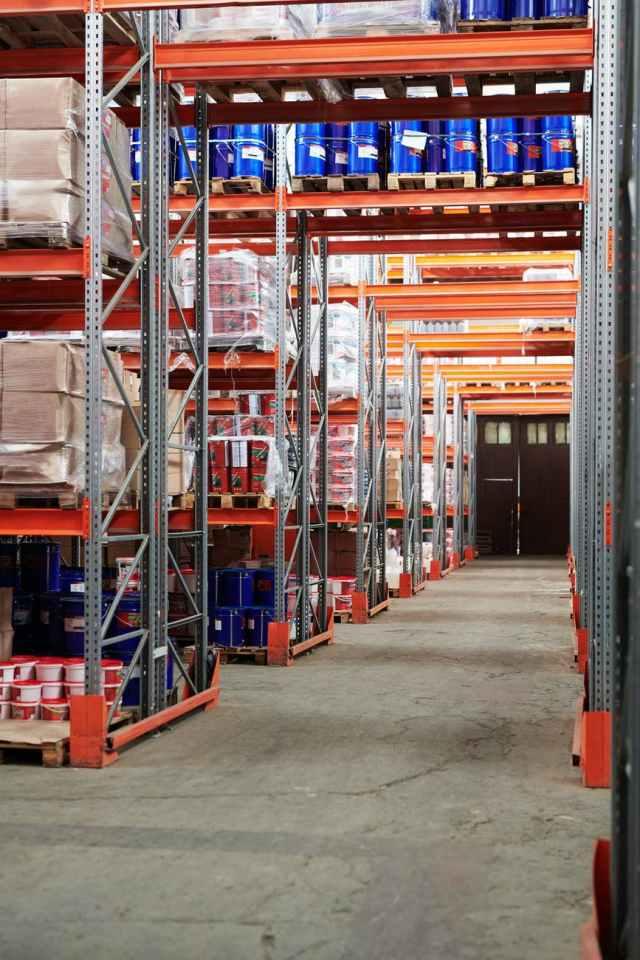 warehouse with concrete floor promoción