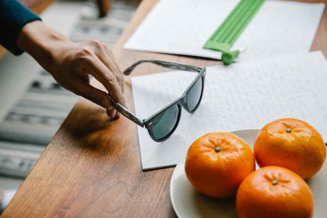 photo of person picking up his sunglasses citricos Cítricos
