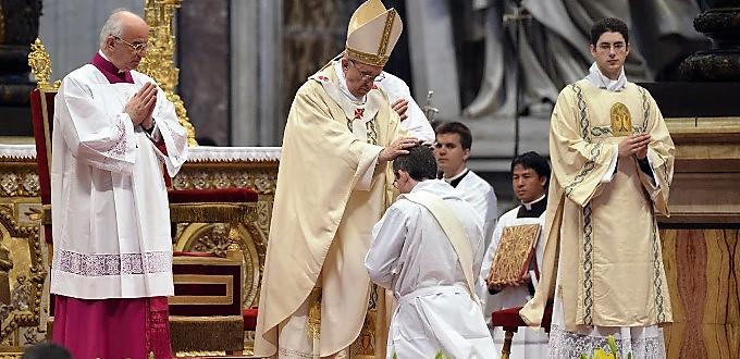 Papa Francisco: «El celibato opcional no es la solución» a la falta de vocaciones sacerdotales
