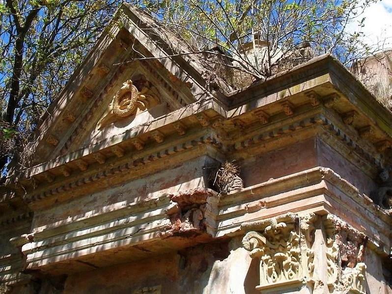 cementerio abandonado san andres de giles decoraciones