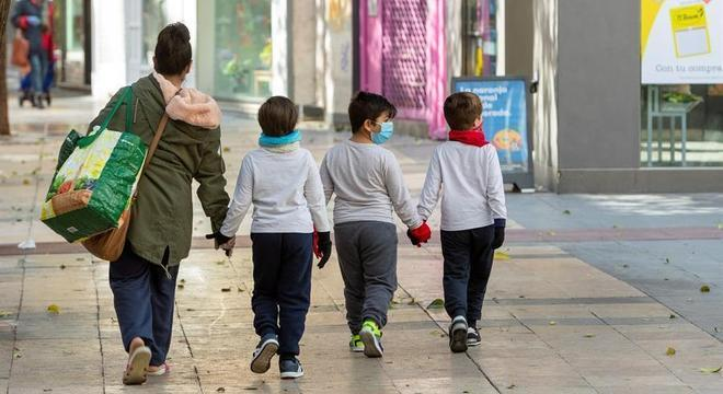 Crianças entre 6 e 15 anos demoraram cerca de 32 dias para eliminar o vírus Javier Belver / 18.4.2020