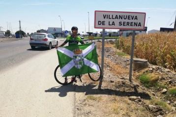 El reto solidario de Santiago de Compostela a Nueva Carteya protagonizado por Antonio Estévez junto a Virginia Urbano alcanza su quinto día éxitosamente.